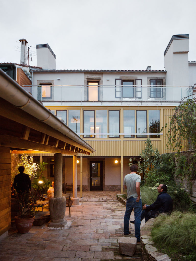 La imagen tiene un atributo ALT vacío; su nombre de archivo es Rua_do_medio_ARKB_arquitectos_foto_Luis_Diaz_Diaz_24cut-768x1024.jpg